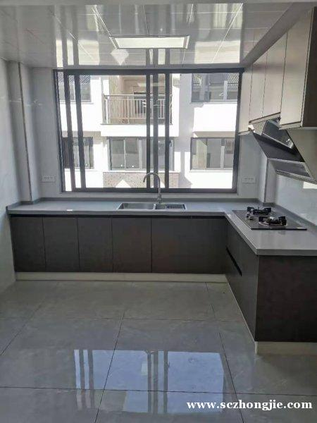 锦绣城边上,学区房,3楼,三室两厅二卫一阳台,上证70平方,